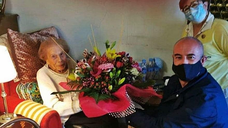 Bescanó felicita Carme Aubert pels seus 102 anys