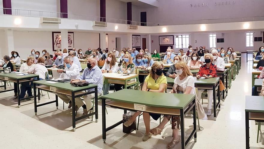 Un centenar de personas se apunta a la Universidad de Mayores en Almendralejo