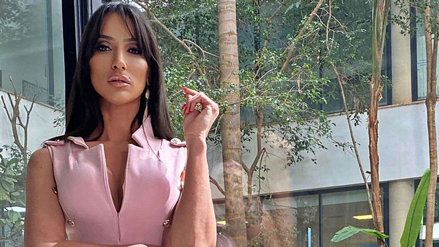 Lara Martorell: «Soy trans pero no me cierro puertas, me gusta probar»