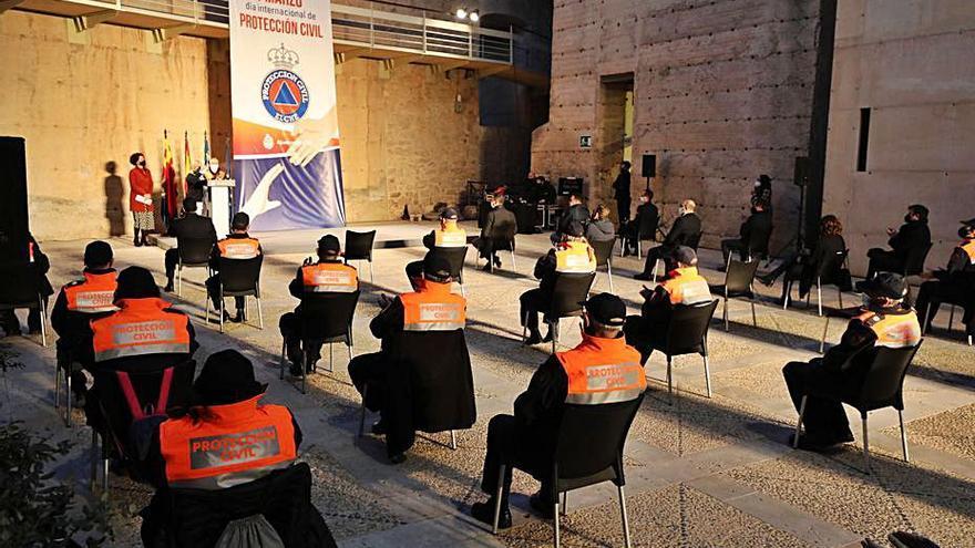 Elche reconoce en un homenaje la labor de Protección Civil durante la pandemia