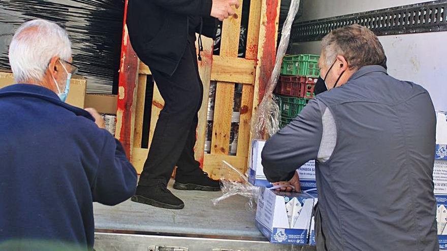 Cáritas reparte 1.900 kilos de alimentos entre 42 familias de Sanabria