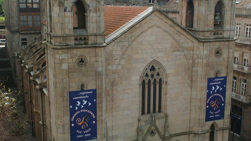 """El curioso cartel de Santiago de Vigo se hace famoso: """"No les van a hacer más caso los santos"""""""