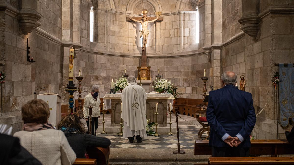 Misa de la Hermandad de la Resurrección en la iglesia de La Horta.