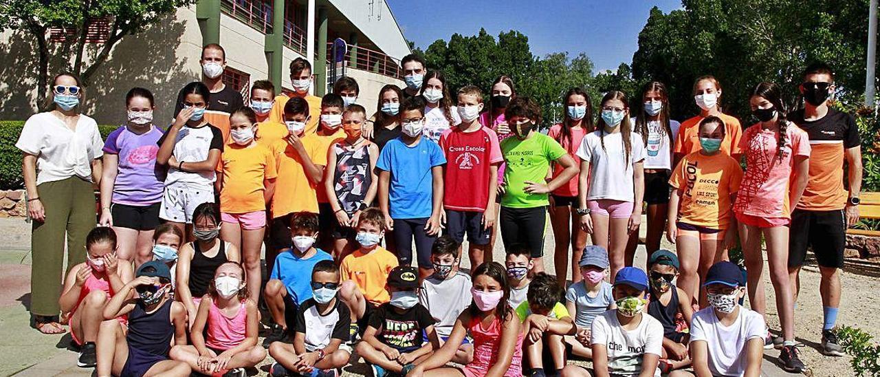 Los participantes del campus realizado por el club de triatlón Puçol.