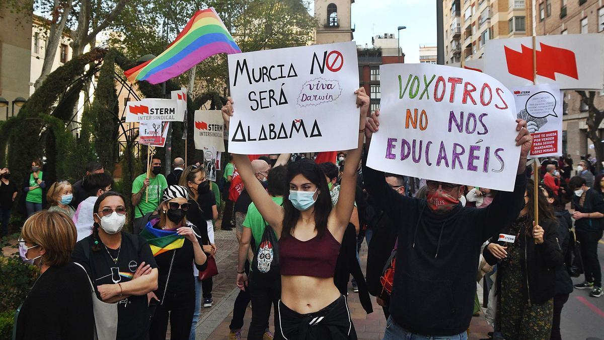 Protestas contra la entrada de los expulsados de Vox en Educación.  Israel Sánchez