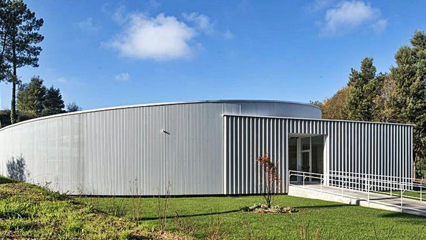 La arquitecta Estefanía Grandal define la Escuela de A Veigadaña como un reto