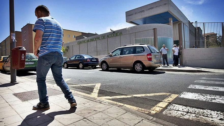 Trabajadores del Albergue municipal salen en defensa de un compañero despedido