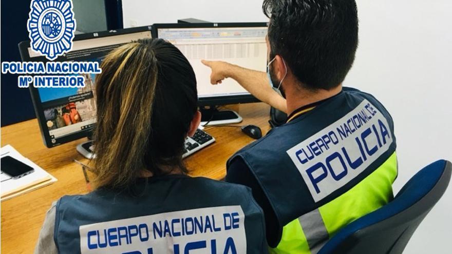 Detenen dues treballadores d'una botiga de telefonia per revelació de secrets i estafa