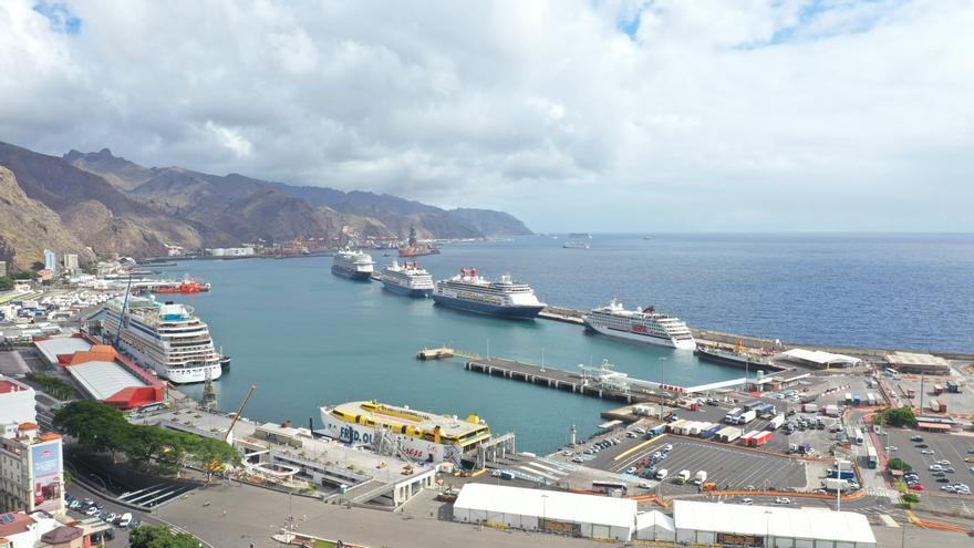El Puerto de Santa Cruz recibe la visita de cuatro cruceros con más de 3.000 turistas