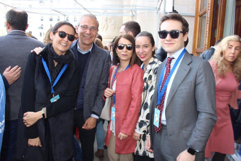 Santiago Ballester con su familia...