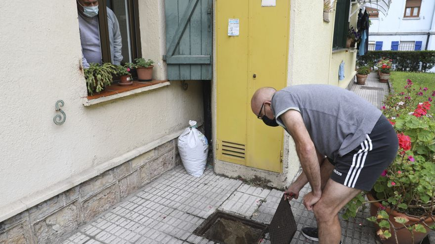 Preocupación en Llaranes por una plaga de ratas y cucarachas