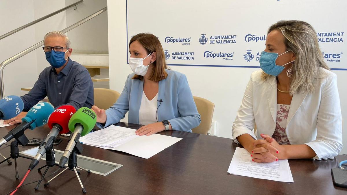 Los concejales Santi Ballester, Mª José Catalá y Paula Llobet, durante la rueda de prensa.