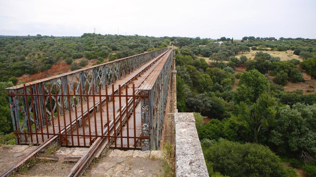 Puente de Hierro, en el trazado por donde discurrirá la vía verde entre Córdoba y Cerro Muriano.