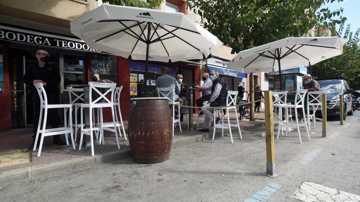 Las terrazas podrán reabrir en una veintena de municipios de la Región.