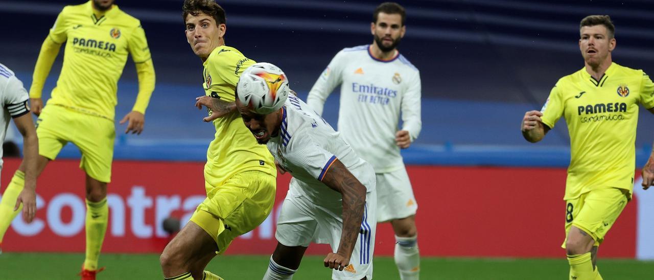 Pau Francisco Torres, durante el partido del Villarreal ante el Real Madrid en el Santiago Bernabéu.