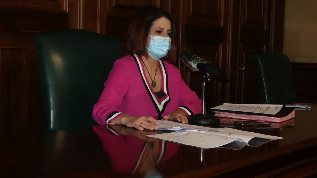 La alcaldesa de Teruel, Emma Buj, durante la Junta de Gobierno Local
