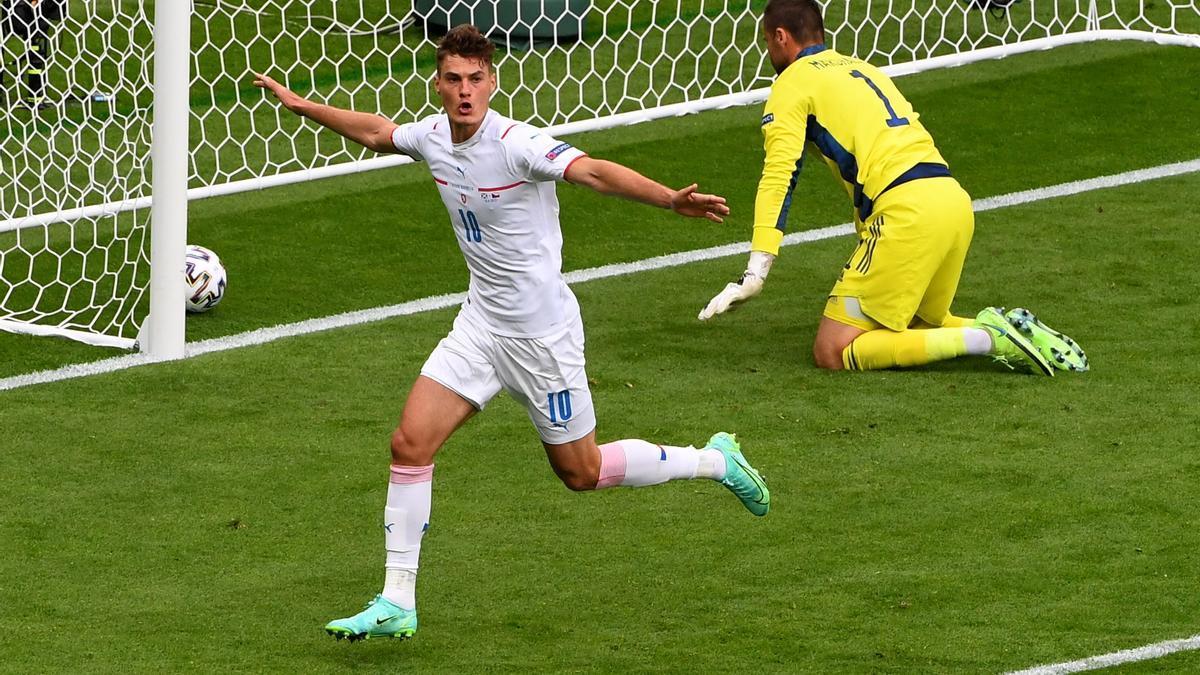 El delantero de República Checa, Patrick Schick, celebrando un gol.