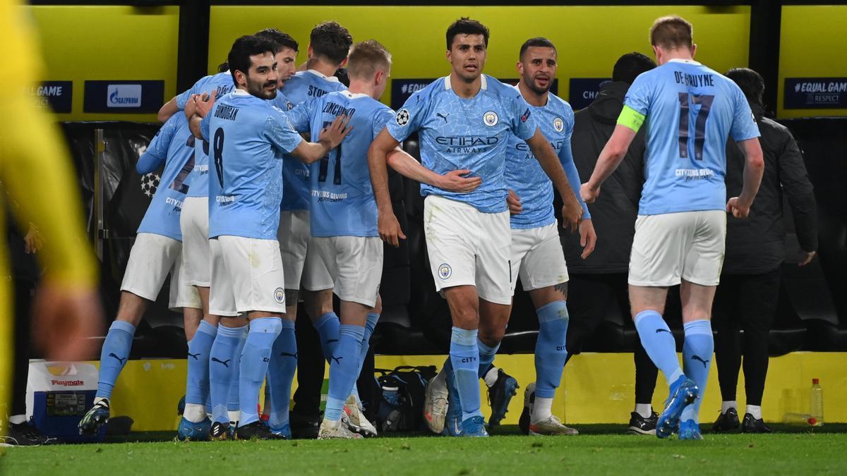 Los jugadores del Mancherster City celebran uno de los goles ante el Dortmund.