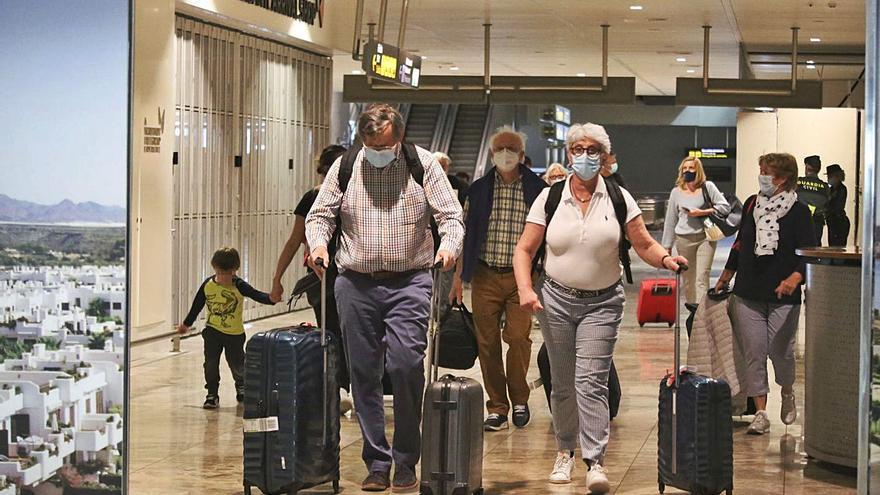 Las restricciones a los viajes de los británicos desvían a 160.000 turistas a Canarias y Portugal