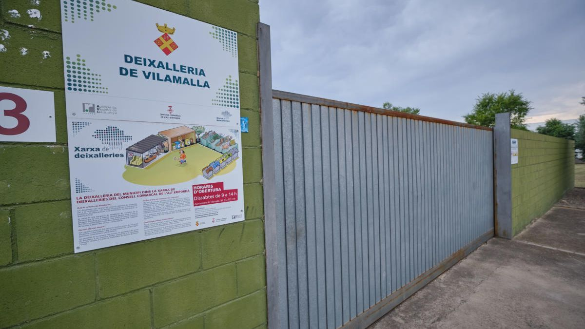 La façana de la minicideixalleria de Vilamalla, al polígon del Pont del Príncep.