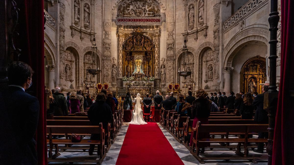 Una boda en el interior de la Catedral  de Sevilla.