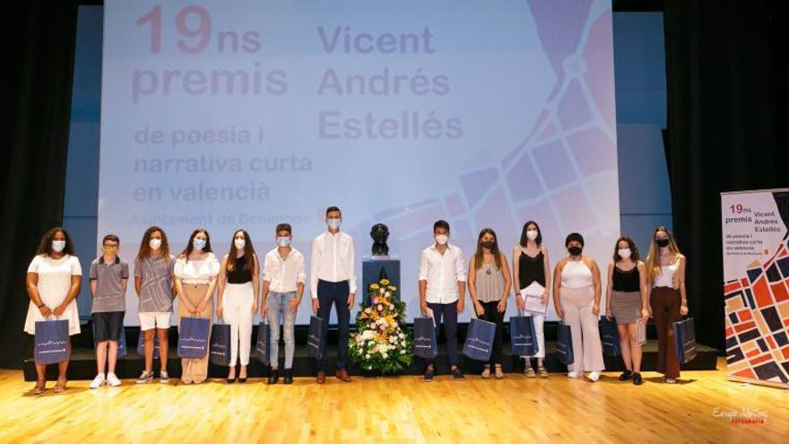 Alumnos de Albalat y Carlet ganan los premios literarios de Benimodo