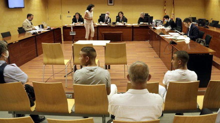 Llibertat pels dos joves jutjats pels disturbis postsentència empresonats a Figueres