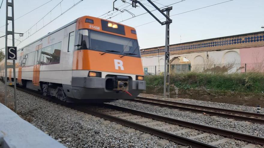 Aturats diversos trens de Rodalies per un atropellament a la sortida de Figueres