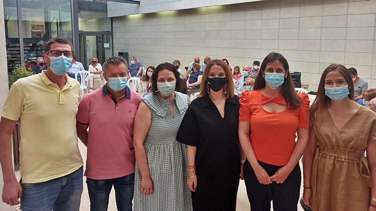 Prohens (centro) ayer en un acto con afiliados del PP en Campos.