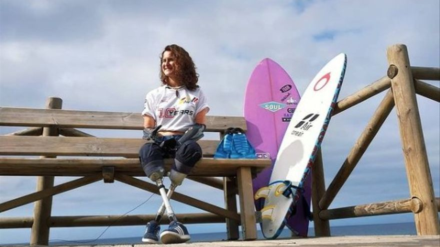 Sarah Almagro se sube a la ola de la vida en Salinas