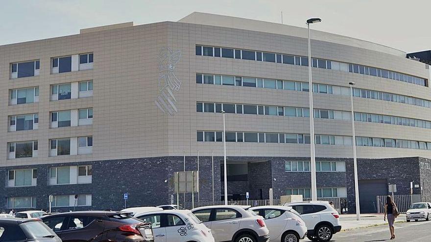 Condenan a un hospital por la muerte de un paciente de UCI que se cayó de la cama en Elche