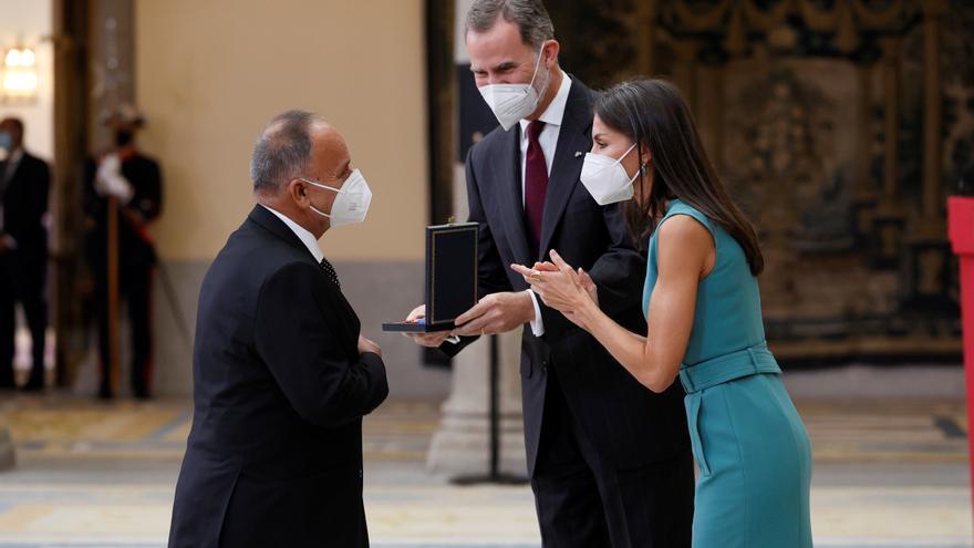 El Pele recibe de manos de los Reyes la Medalla de Oro al Mérito en las Bellas Artes