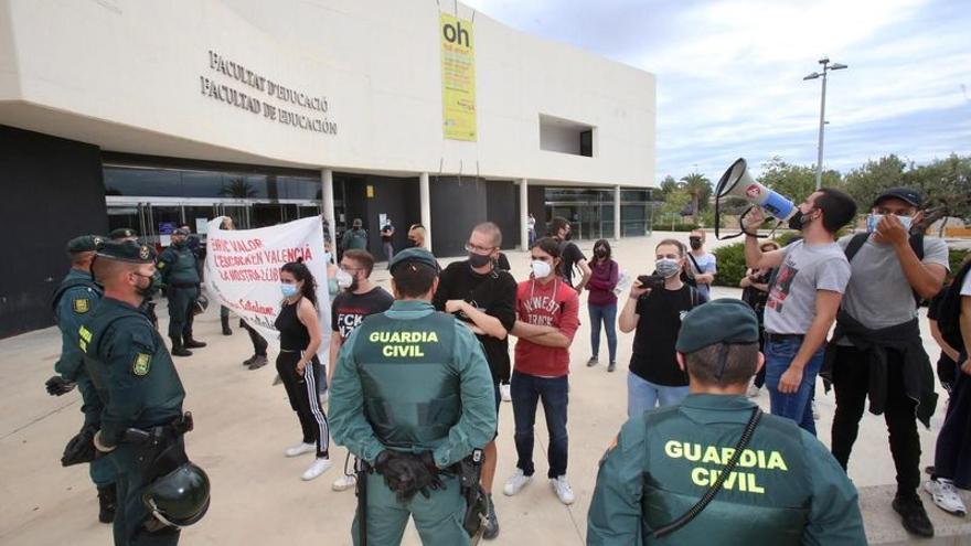 El conflicto por la lengua llega a las manos en la Universidad de Alicante