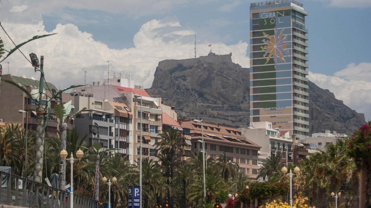 El tiempo en Alicante: Cielos nubosos y temperaturas cálidas para hoy