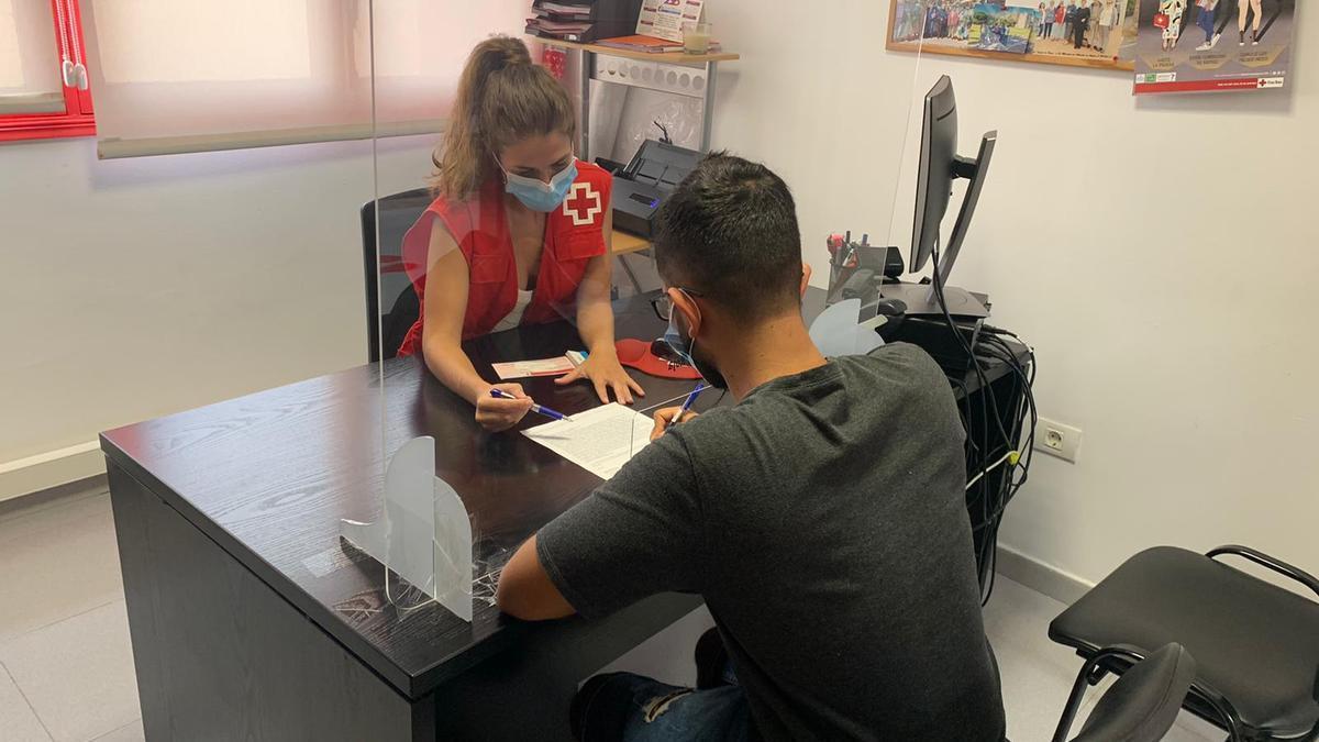 Cruz Roja y el Gobierno atienden a más de 2.500 menores en Canarias