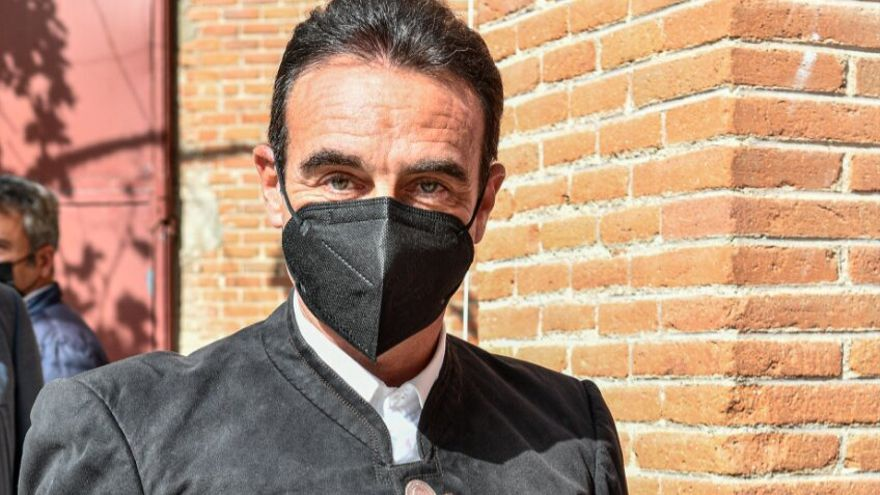 Ponce utiliza botones con la cara de Franco en Las Ventas
