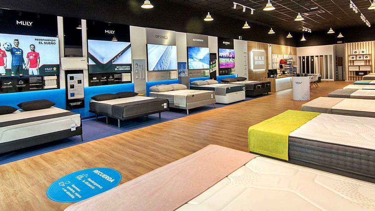 Expositor de la nueva tienda de Maxcolchon en Ondara. | LEVANTE-EMV