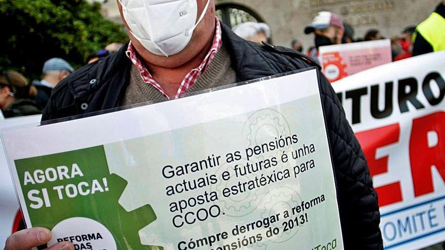 """CCOO y UGT exigen """"medidas distintas"""" para salir de la crisis"""