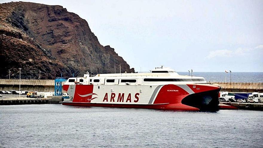 Dos enlaces semanales extra con Tenerife
