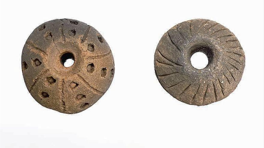 El Museo Arqueológico estudia las fusayolas del castro de San Cibrao de Las