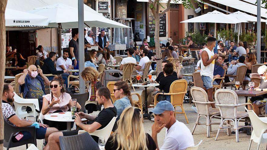 Salud justifica ahora cerrar interiores de bares y restaurantes de Ibiza por la dificultad de rastrear los casos