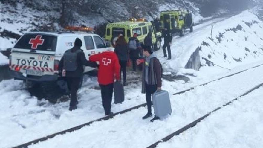 El temporal de neu obliga     a tallar diverses autopistes del nord d'Espanya