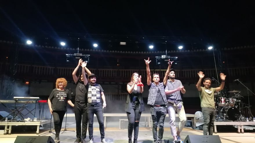 """""""Pequeño Rock & Roll"""" conquista Toro con canciones de los 90"""