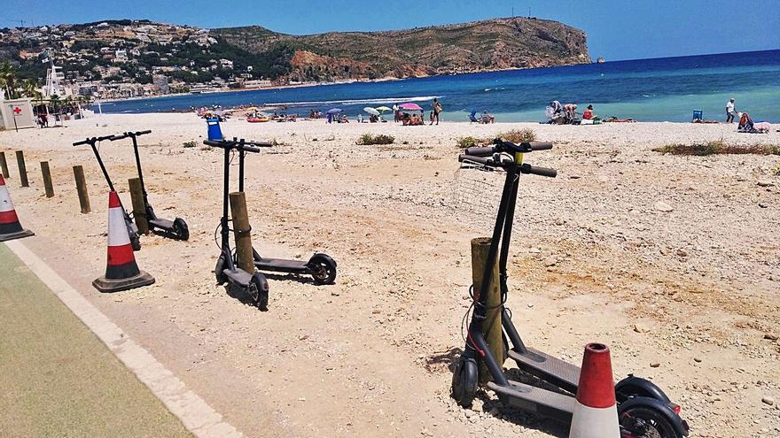 El litoral de Xàbia se sacude los coches y llegan los patinetes eléctricos