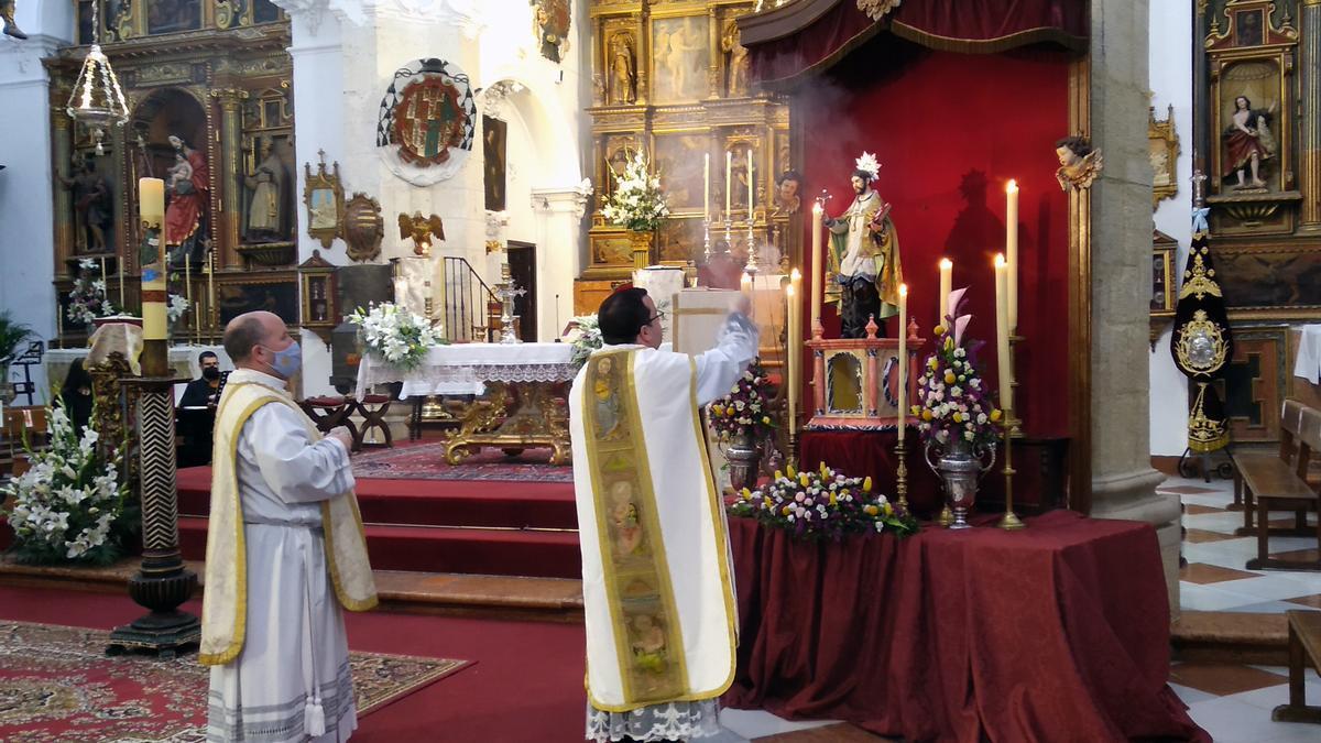 Bendición de la imagen de San Juan de Ávila en la parroquia de la Asunción de Priego.