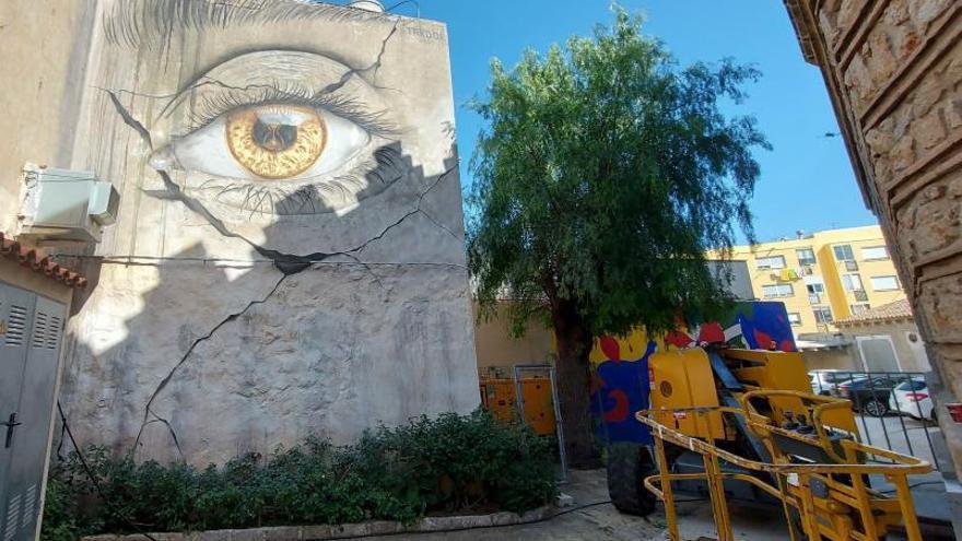Cinco artistas convierten las fachadas de Ondara en lienzos para obras de arte