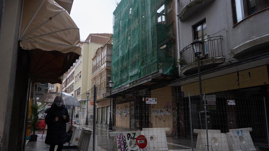 Arranca la obra para asegurar el edificio con desprendimientos de San Torcuato y Pelayo, en Zamora capital