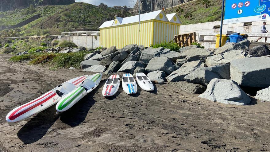 Ciudad de Mar culmina la instalación del aula del mar en la Playa de La Laja