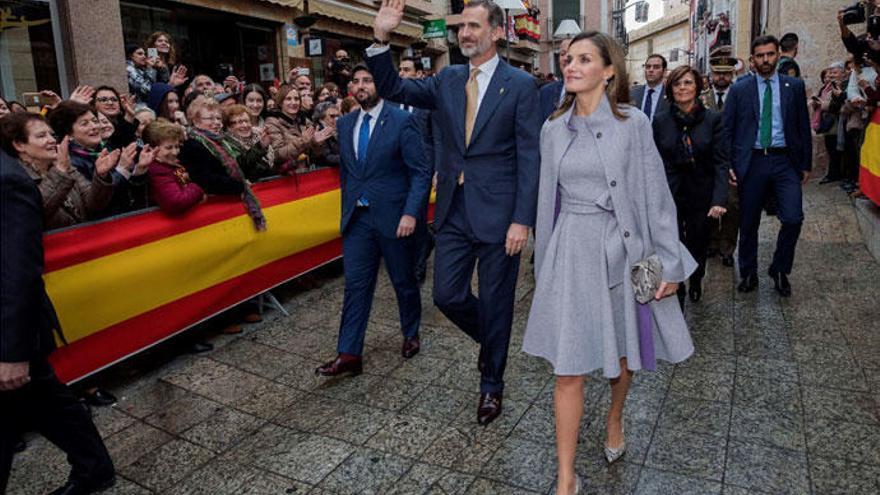 La Reina Letizia recupera su estilo más 'lady'