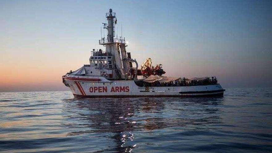 """El capitán del """"Open Arms"""" dice que siguieron las normas internacionales en el rescate"""